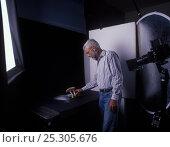 Купить «Yves Lanceau in his studio photographing spore dispersal pattern of False Death Cap fungus (Amanita citrina var. alba)», фото № 25305676, снято 19 июля 2018 г. (c) Nature Picture Library / Фотобанк Лори