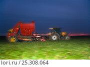 Купить «Sugar beet (Beta vulagaris) crop being harvested, Norfolk, UK, January 2009», фото № 25308064, снято 11 декабря 2017 г. (c) Nature Picture Library / Фотобанк Лори