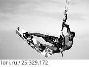 Купить «Kite-surfer Matthius Larsen performing stunt, Cape Town, South Africa, March 2010. Model released.», фото № 25329172, снято 24 сентября 2018 г. (c) Nature Picture Library / Фотобанк Лори