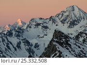 Купить «Winter landscape in the Alps with sunlight on the peaks, Gran Paradiso National Park, Italy, November 2008», фото № 25332508, снято 15 августа 2018 г. (c) Nature Picture Library / Фотобанк Лори