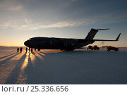 Купить «Equipment being unloaded from aeroplane, US Military C17 Globemaster, on the frozen sea ice, McMurdo Sound, Ross Sea, Antarctica, sunset.», фото № 25336656, снято 22 июля 2018 г. (c) Nature Picture Library / Фотобанк Лори