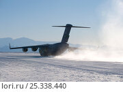 Купить «US military C17 Globemaster aeroplane taking off from ice runway, McMurdo Sound, Ross Sea, Antarctica, November 2008», фото № 25338440, снято 20 марта 2018 г. (c) Nature Picture Library / Фотобанк Лори
