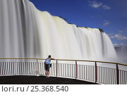 Купить «Man on viewing platform watching the Iguazu waterfall, Iguaçu National Park, Brazil», фото № 25368540, снято 20 сентября 2018 г. (c) Nature Picture Library / Фотобанк Лори