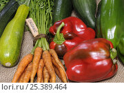 Купить «Freshly harvested home grown organic vegetables with 'organic' label, carrots, peppers, courgettes, cucumbers, UK», фото № 25389464, снято 17 марта 2018 г. (c) Nature Picture Library / Фотобанк Лори