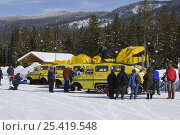 Купить «Tourists loading onto snow coaches at Flagg Ranch, South entrance to Yellowstone National Park, Wyoming, USA», фото № 25419548, снято 22 июля 2018 г. (c) Nature Picture Library / Фотобанк Лори