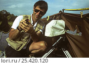 Camerman Michael Pitts with Wattled jacana (Jacana jacana) filming on location at Chagres river, Panama, filming for BBC television series 'Trials of Life', 1991/1992. Стоковое фото, фотограф Michael Pitts / Nature Picture Library / Фотобанк Лори
