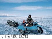 Купить «Cameraman Doug Allan in motorbike sidecar with Russian guide. Lake Baikal, Siberia», фото № 25483712, снято 26 июня 2019 г. (c) Nature Picture Library / Фотобанк Лори