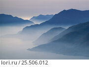 Купить «Beautifuly misty dawn across the European Alps, Italy, Europe», фото № 25506012, снято 19 июля 2018 г. (c) Nature Picture Library / Фотобанк Лори