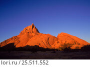 Spitzkoppe peak, granite outcrop, at sunrise Namib desert, Namibia. Стоковое фото, фотограф Martin Gabriel / Nature Picture Library / Фотобанк Лори