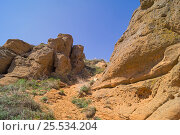 Купить «Скалы горы Большое Богдо на фоне синего неба», эксклюзивное фото № 25534204, снято 3 мая 2015 г. (c) Volgograd.travel / Фотобанк Лори