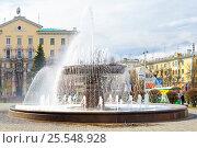 Купить «Город Кемерово. Фонтан на Театральной площади», фото № 25548928, снято 17 мая 2010 г. (c) Зобков Георгий / Фотобанк Лори