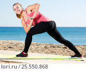 Купить «Woman exercising yoga at sea beach», фото № 25550868, снято 25 апреля 2019 г. (c) Яков Филимонов / Фотобанк Лори