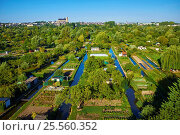 Купить «France, Cher (18), Bourges, the marsh of Bourges, St Etienne cathedral, UNESCO world heritage, aerial view.», фото № 25560352, снято 5 августа 2015 г. (c) age Fotostock / Фотобанк Лори