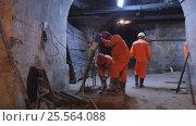 Купить «Рабочие ведут ремонтные работы в подвале здания Биржи в Санкт-Петербурге», видеоролик № 25564088, снято 15 февраля 2017 г. (c) Stockphoto / Фотобанк Лори