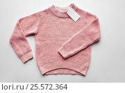 Купить «sweater or pullover with price tag», фото № 25572364, снято 15 сентября 2016 г. (c) Syda Productions / Фотобанк Лори