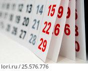 Купить «Раскрытые листы календаря крупным планом», эксклюзивное фото № 25576776, снято 6 февраля 2017 г. (c) Игорь Низов / Фотобанк Лори