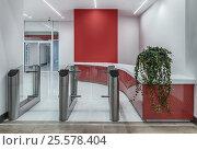 Купить «Турникеты и бюро пропусков на проходной. Красный с белым дизайн интерьера офиса.», фото № 25578404, снято 15 февраля 2017 г. (c) Светлана Васильева / Фотобанк Лори