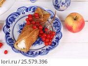 Купить «Натюрморт с блинами, яблоками, творогом и калиной. Масленица», фото № 25579396, снято 19 февраля 2017 г. (c) Марина Володько / Фотобанк Лори