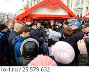 Купить «Лидер ЛДПР Владимир Вольфович Жириновский посетил Масленичные гуляния на Манежной площади», эксклюзивное фото № 25579632, снято 19 февраля 2017 г. (c) lana1501 / Фотобанк Лори