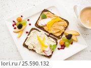 Завтрак - тосты и кофе. Стоковое фото, фотограф Ирина / Фотобанк Лори