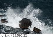 Крым. Черное море. Брызги от набегающей волны. Стоковое фото, фотограф Сергей Панкин / Фотобанк Лори