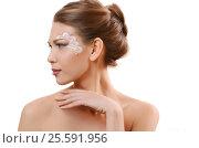 Portrait of beautiful caucasian young woman with pearl glamour make-up, фото № 25591956, снято 6 февраля 2015 г. (c) Воронин Владимир Сергеевич / Фотобанк Лори