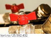 Стальные шаровые запорные краны на водопроводе. Стоковое фото, фотограф Сергеев Валерий / Фотобанк Лори