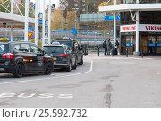 Купить «STOCKHOLM, SWEDEN - OCTOBER 26:cars of taxi service expect passengers at the terminal of the ferry company Viking Line, SWEDEN - OCTOBER 26 2016», фото № 25592732, снято 26 октября 2016 г. (c) Андреев Алексей / Фотобанк Лори