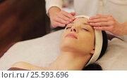Купить «woman having face and head massage at spa», видеоролик № 25593696, снято 28 января 2017 г. (c) Syda Productions / Фотобанк Лори