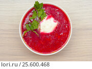 Russian, Ukrainian and Polish national soup - borscht soup made of beetrot, vegetables and meat. Top view. Стоковое фото, фотограф Евгений Пидеркин / Фотобанк Лори