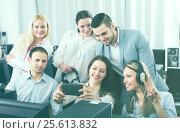 Купить «Friendly coworkers taking mutual photo», фото № 25613832, снято 14 августа 2018 г. (c) Яков Филимонов / Фотобанк Лори