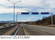 Дорожные указатели перед дорожной развязкой на трассе А157 (2017 год). Стоковое фото, фотограф Игорь Ясинский / Фотобанк Лори