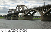 Купить «russian orthodox Transfiguration cathedral and motor way bridge», видеоролик № 25617096, снято 16 сентября 2016 г. (c) Яков Филимонов / Фотобанк Лори
