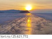 Купить «Байкал. Ледовая дорога вдоль острова Ольхон на закате. Зимний автотуризм по льду озера», фото № 25621772, снято 25 февраля 2017 г. (c) Виктория Катьянова / Фотобанк Лори