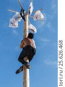 Купить «The young man climbs up a column», фото № 25626468, снято 26 февраля 2017 г. (c) Владимир Иванов / Фотобанк Лори
