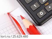 Купить «Блокнот, калькулятор и карандаш», эксклюзивное фото № 25629480, снято 28 февраля 2017 г. (c) Юрий Морозов / Фотобанк Лори