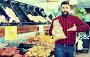 Купить «Young male seller offering potatoes», фото № 25636752, снято 15 ноября 2016 г. (c) Яков Филимонов / Фотобанк Лори