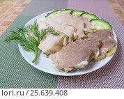 Буженина нарезанная на блюде с зеленью и огурцом. Стоковое фото, фотограф Василий Мальцев / Фотобанк Лори