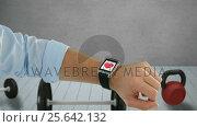 Купить «Man checking his heartbeats on smartwatch», видеоролик № 25642132, снято 22 марта 2019 г. (c) Wavebreak Media / Фотобанк Лори