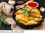 Купить «Roasted potato with fresh rosemary», фото № 25652356, снято 28 февраля 2017 г. (c) Наталия Пыжова / Фотобанк Лори