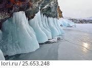 Купить «Байкал. Малое Море. Ледяные наплывы на южной скалистой стороне острова Огой (Угунгой)», фото № 25653248, снято 2 июля 2020 г. (c) Овчинникова Ирина / Фотобанк Лори