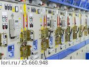 Панель управления высоковольтными ячейками в современной модульной подстанции. Стоковое фото, фотограф Геннадий Соловьев / Фотобанк Лори