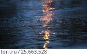 Купить «Игра света на поверхности воды», видеоролик № 25663528, снято 3 марта 2017 г. (c) Яна Королёва / Фотобанк Лори