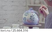 Купить «Girl is painting a vase», видеоролик № 25664316, снято 20 октября 2019 г. (c) Raev Denis / Фотобанк Лори