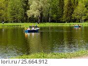 Парк. Прогулка на лодках. (2014 год). Редакционное фото, фотограф Алексей Аскаров / Фотобанк Лори