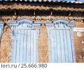 Купить «Фрагмент дома , украшенного резьбой», фото № 25666980, снято 5 марта 2017 г. (c) Светлана Кириллова / Фотобанк Лори