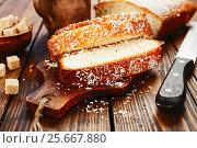 Купить «Пирог из манной крупы с кокосовой стружкой. Манник», фото № 25667880, снято 6 февраля 2017 г. (c) Надежда Мишкова / Фотобанк Лори