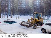 Трактор убирает снег (2017 год). Редакционное фото, фотограф Ирина F24 / Фотобанк Лори
