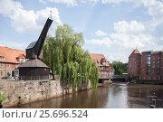 Купить «Old Crane, Lüner Mill, Ilmenau, Abtsmühle (mill) and abtswasserkunst (monument), Old Town, Luneburg, Lower Saxony, Germany, Europe», фото № 25696524, снято 4 июня 2014 г. (c) mauritius images / Фотобанк Лори