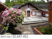 Купить «out-temple in Buddhist Monastery Brahma Vihara Ashrama, Wihara Buddha Banjar, Bali, Indonesia», фото № 25697452, снято 26 марта 2014 г. (c) mauritius images / Фотобанк Лори